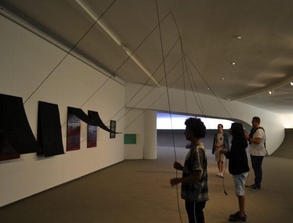 Alunos do Pré-vestibular social Yedda Linhares durante passeio no Museu de Arte Contemporânea (MAC), em Niterói (RJ). Foto: Eduarda Kuhnert